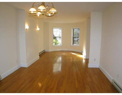 Additional photo for property listing at 35 Concord Sq  Boston, Massachusetts 02118 Estados Unidos