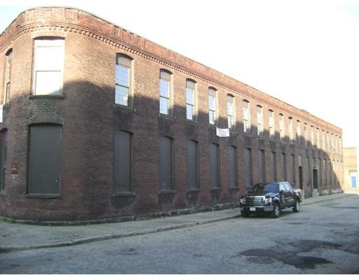 Commercial pour l Vente à 134 Gold Street 134 Gold Street Worcester, Massachusetts 01608 États-Unis