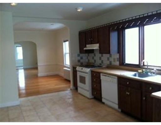 Casa Unifamiliar por un Alquiler en 12 Pinehurst Street Boston, Massachusetts 02131 Estados Unidos
