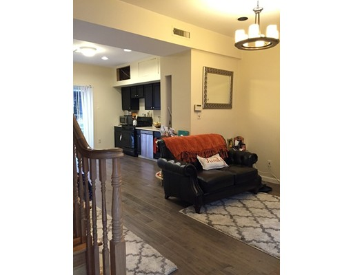 Casa Unifamiliar por un Alquiler en 62 Bolton Street Boston, Massachusetts 02127 Estados Unidos