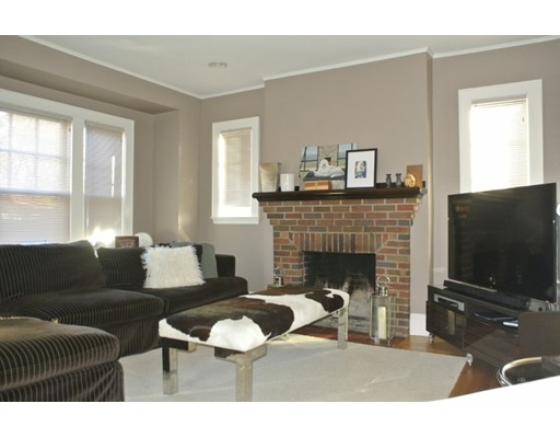 Casa Unifamiliar por un Alquiler en 74 Barnard Avenue Watertown, Massachusetts 02472 Estados Unidos