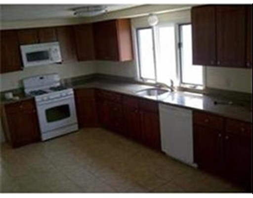 独户住宅 为 出租 在 40 Robin Street Everett, 02149 美国