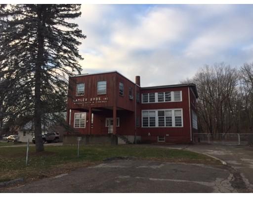 Commercial pour l Vente à 561 Newport Avenue Attleboro, Massachusetts 02703 États-Unis