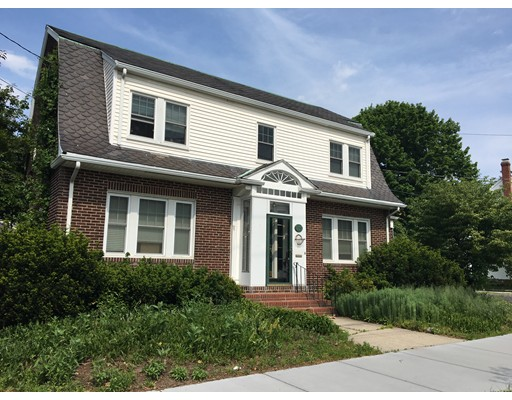 Comercial por un Venta en 311 Massachusetts Avenue Arlington, Massachusetts 02474 Estados Unidos