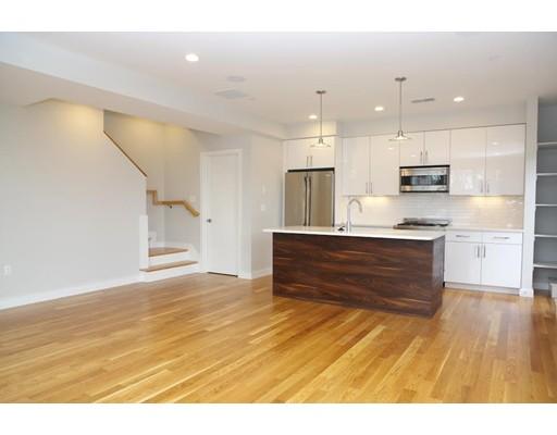 独户住宅 为 出租 在 82 Cedar 波士顿, 马萨诸塞州 02119 美国