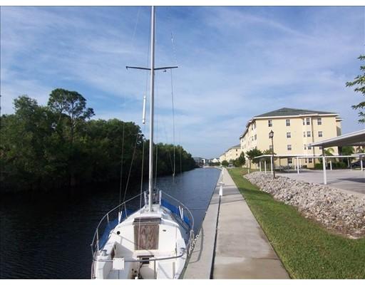 Andelslägenhet för Försäljning vid 1795 Four Mile Cove Parkway Cape Coral, Florida 33990 Usa