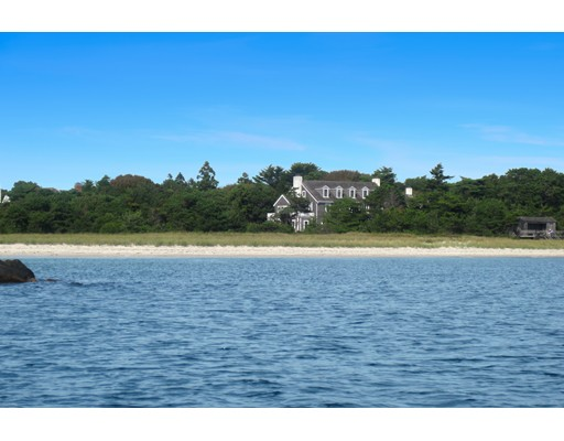 Maison unifamiliale pour l Vente à 979 Sea View Avenue Barnstable, Massachusetts 02655 États-Unis