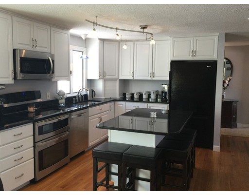 Additional photo for property listing at 17 Duggan Lane  Milton, Massachusetts 02186 United States