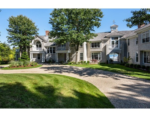 Maison unifamiliale pour l Vente à 81 Oyster Way Barnstable, Massachusetts 02649 États-Unis