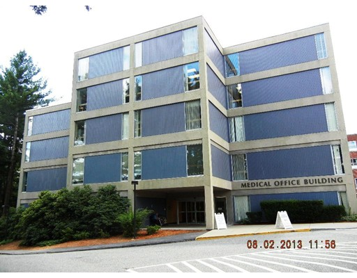 Commercial pour l Vente à 67 Union Street 67 Union Street Natick, Massachusetts 01760 États-Unis