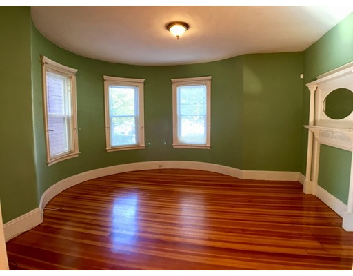 Casa Unifamiliar por un Alquiler en 822 Centre Boston, Massachusetts 02130 Estados Unidos