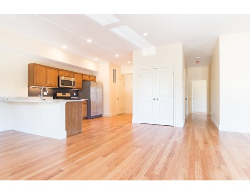 独户住宅 为 出租 在 5165 Washington Street 波士顿, 马萨诸塞州 02132 美国
