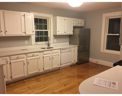 Casa Unifamiliar por un Alquiler en 120 Pearl Street Reading, Massachusetts 01867 Estados Unidos