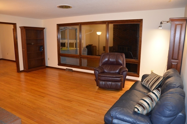 Photo #10 of Listing 625 Converse ST.