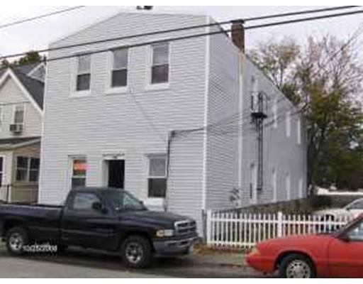 Casa Multifamiliar por un Venta en 230 School Street Taunton, Massachusetts 02780 Estados Unidos