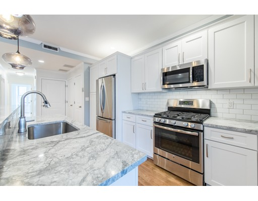 Additional photo for property listing at 242 W 5Th Street 242 W 5Th Street Boston, Массачусетс 02127 Соединенные Штаты