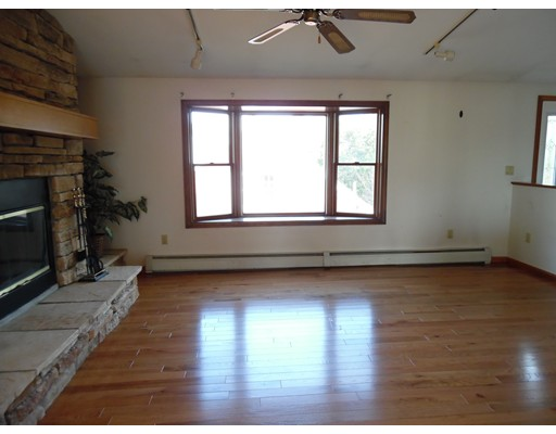 Additional photo for property listing at 18 Wren Te  Quincy, Massachusetts 02169 United States
