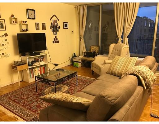 Casa Unifamiliar por un Alquiler en 33 Pond Brookline, Massachusetts 02445 Estados Unidos