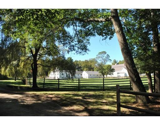 Maison unifamiliale pour l Vente à 129 Dedham Street 129 Dedham Street Dover, Massachusetts 02030 États-Unis