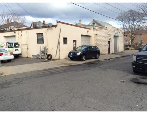 Commercial pour l Vente à 9 Whitman Street Malden, Massachusetts 02148 États-Unis