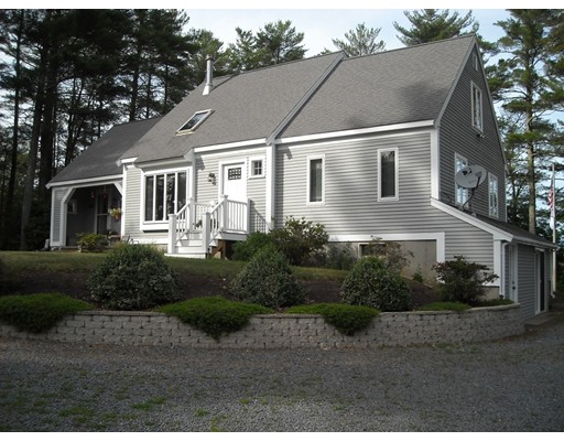 Vivienda unifamiliar por un Venta en 129 Center Street (Pond front) Carver, Massachusetts 02330 Estados Unidos