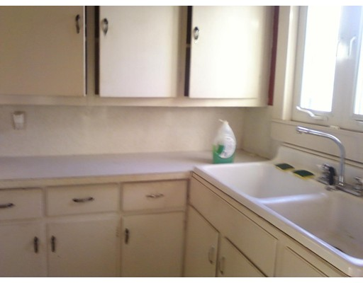 独户住宅 为 出租 在 32 Barnum Taunton, 马萨诸塞州 02780 美国