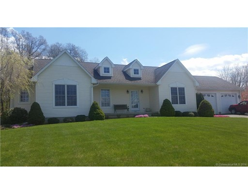 Maison unifamiliale pour l Vente à 474 Taylor Road Enfield, Connecticut 06082 États-Unis