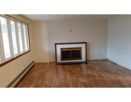 Casa Unifamiliar por un Alquiler en 49 Morrill Street Newton, Massachusetts 02465 Estados Unidos