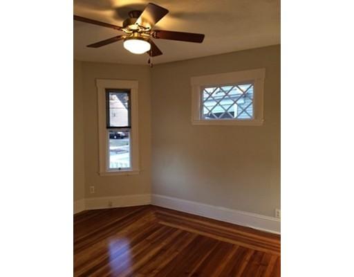 Casa Unifamiliar por un Alquiler en 219 Spring Street Medford, Massachusetts 02155 Estados Unidos