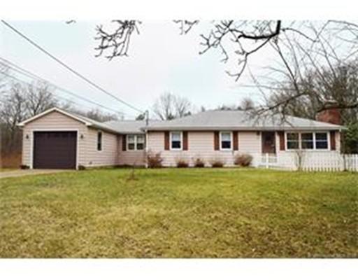 Maison unifamiliale pour l Vente à 97 Leonard Road Stafford, Connecticut 06076 États-Unis