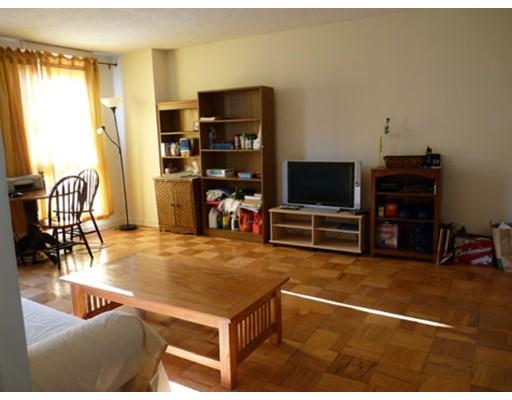 Casa Unifamiliar por un Alquiler en 77 Pond Avenue Brookline, Massachusetts 02446 Estados Unidos