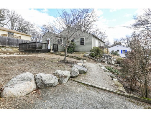 独户住宅 为 销售 在 17 Berwick Avenue North Providence, 罗得岛 02911 美国