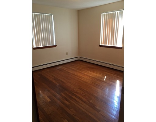 Casa Unifamiliar por un Alquiler en 20 Hunt Street Weymouth, Massachusetts 02188 Estados Unidos