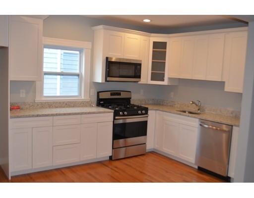 Многосемейный дом для того Продажа на 31 Pierce Street Malden, Массачусетс 02148 Соединенные Штаты