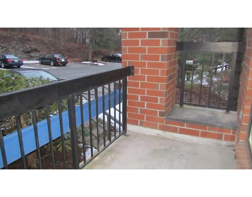 Casa Unifamiliar por un Alquiler en 4 Summit Drive Reading, Massachusetts 01867 Estados Unidos