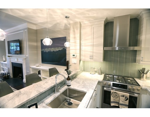 Casa Unifamiliar por un Alquiler en 275 Marlborough Street Boston, Massachusetts 02116 Estados Unidos