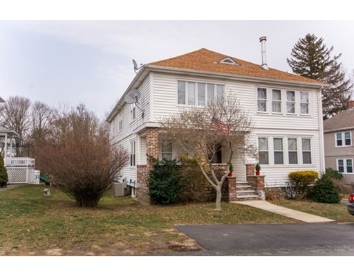 Casa Multifamiliar por un Venta en 204 Centre Street Somerset, Massachusetts 02726 Estados Unidos