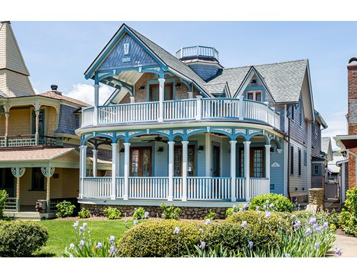 متعددة للعائلات الرئيسية للـ Sale في 55 Ocean Avenue Oak Bluffs, Massachusetts 02557 United States