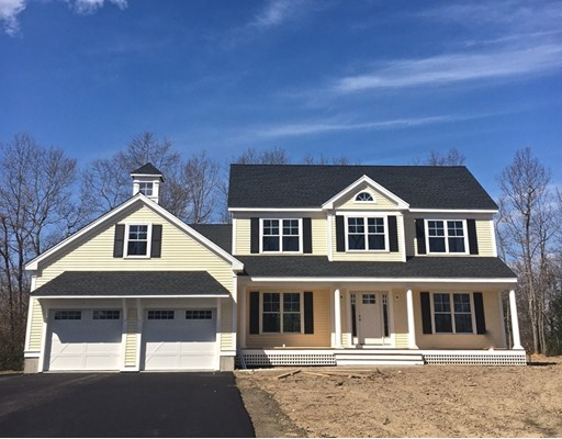 Casa Unifamiliar por un Venta en 1 Sunset Circle Groveland, Massachusetts 01834 Estados Unidos