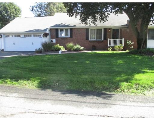 واحد منزل الأسرة للـ Sale في 130 Loopley Street 130 Loopley Street Ludlow, Massachusetts 01056 United States