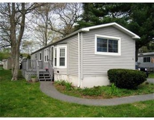 Casa Unifamiliar por un Venta en 4 Cherry Circle Rockland, Massachusetts 02370 Estados Unidos