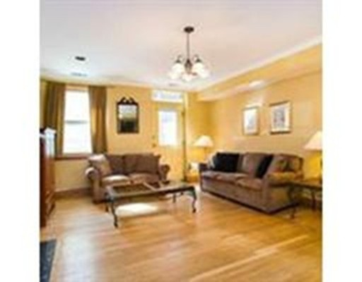 Additional photo for property listing at 335 Beacon Street  Boston, Massachusetts 02116 Estados Unidos