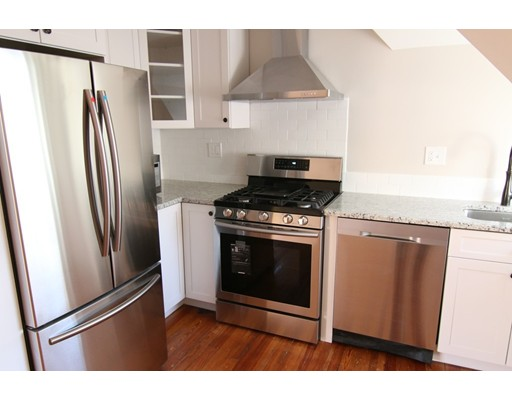 Casa Unifamiliar por un Alquiler en 36 Cummings Road Boston, Massachusetts 02135 Estados Unidos