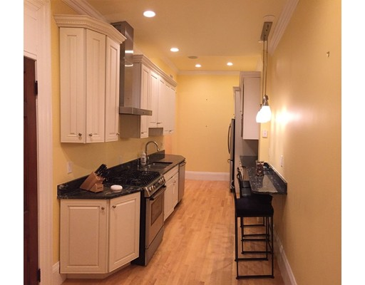 Casa Unifamiliar por un Alquiler en 170 Marlborough Street Boston, Massachusetts 02116 Estados Unidos