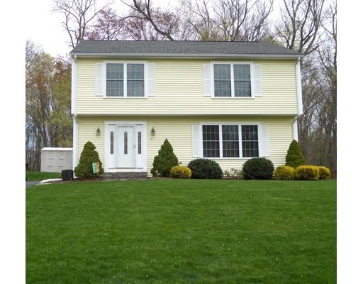 Maison unifamiliale pour l Vente à 11 Elm Avenue Enfield, Connecticut 06082 États-Unis