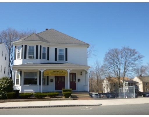 Maison avec plusieurs logements pour l Vente à 822 Main Street Melrose, Massachusetts 02176 États-Unis