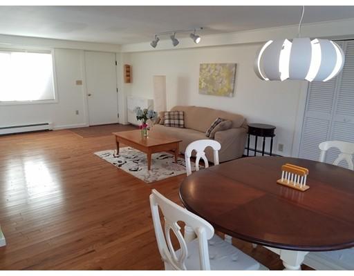 独户住宅 为 出租 在 42 Wareland Road 韦尔茨利, 马萨诸塞州 02481 美国