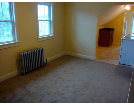 Casa Unifamiliar por un Alquiler en 122 Chestnut Street Southbridge, Massachusetts 01550 Estados Unidos