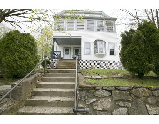 Casa Multifamiliar por un Venta en 80 Fairlawn Avenue 80 Fairlawn Avenue Woonsocket, Rhode Island 02895 Estados Unidos