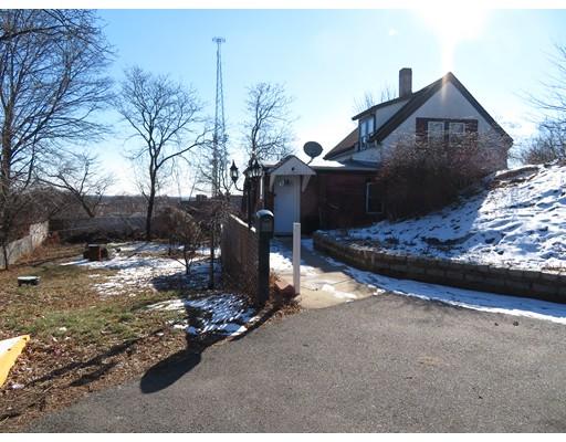 Casa Unifamiliar por un Alquiler en 22 High Rock Ter Lynn, Massachusetts 01902 Estados Unidos